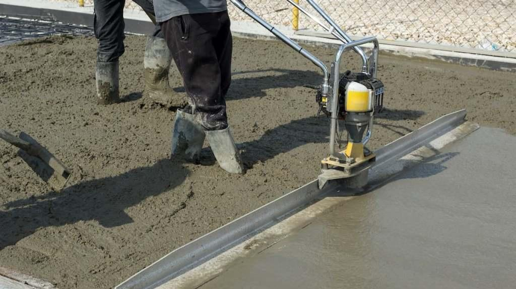 LIGHTWEIGHT AND CONCRETE SCREEDS